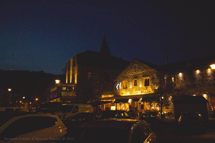 foto noturna da cidade de Durbuy