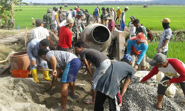 Masyarakat Serbu Jembatan Program TMMD Kodim 1404/Pinrang