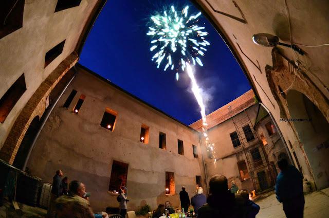 Pokaz ogni sztucznych na zamku w Chobieni