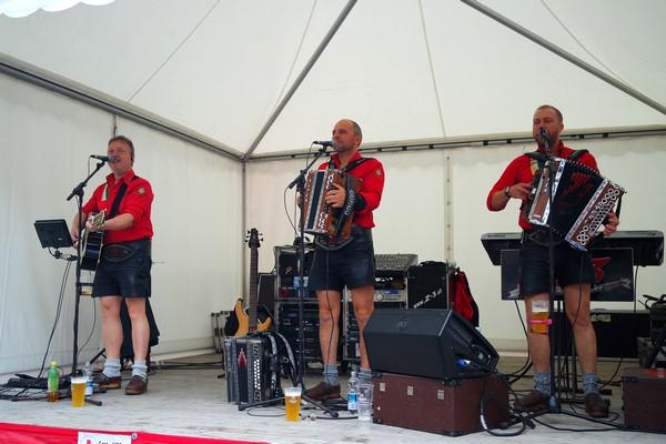 autriche tyrol zillertal zell am ziller almabtrieb musique traditionnelle