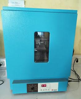 Inkubator laboratorium adalah kotak terisolasi yang digunakan untuk menumbuhkan dan memelihara kultur mikrobiologis atau sel. Inkubator mempertahankan suhu, kelembaban, dan kandungan gas yang optimal dari atmosfer di dalamnya...Inkubator laboratorium digunakan untuk menumbuhkan dan memelihara kultur mikrobiologis, cara menggunakan inkubator di laboratorium mikrobiologi