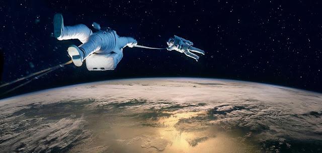 Gravity - George Clooney si Sandra Bullock pierduti in spatiu