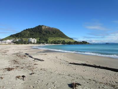 Playa de Mount Maunganui y monte Mauao, Nueva Zelanda