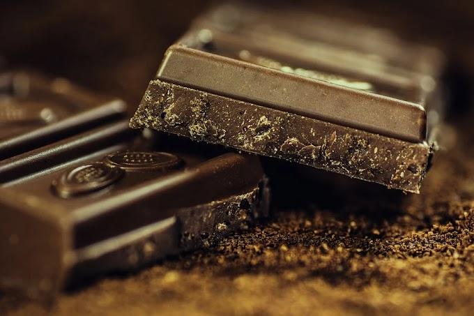 Hombre prueba por primera vez chocolate y se hace viral