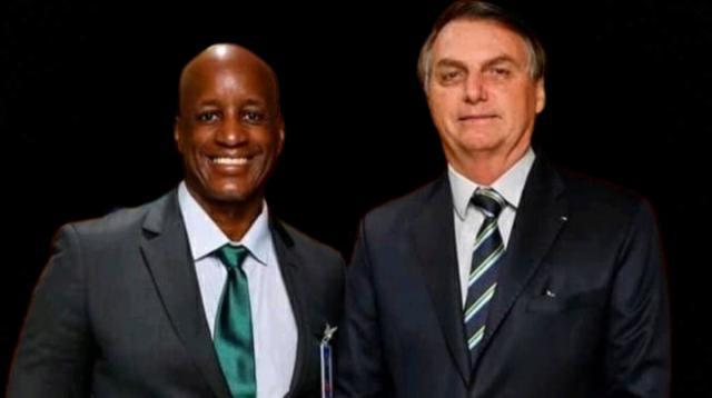 Bolsonaro insiste em manter um racista preconceituoso na Palmares