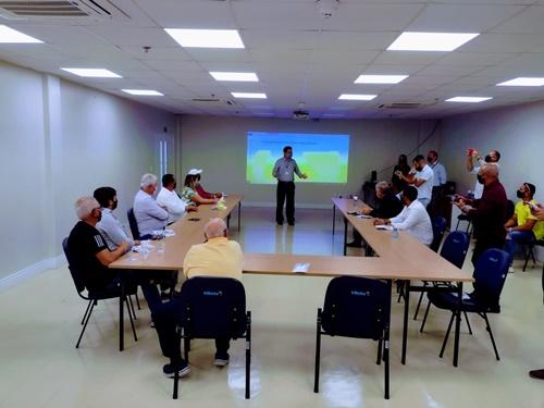 Prefeito Yves Ribeiro visitou fábrica da InBetta nesta quinta-feira (14)
