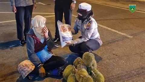 Polres Padang Panjang Salurkan Bansos