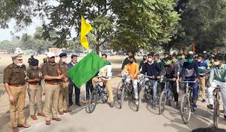 राष्ट्रीय युवा दिवस के अवसर पर आयोजित साईकिल रैली को हरी झण्डी दिखाकर किया गया रवाना