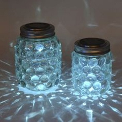 Lentera toples dengan efek glow in the dark