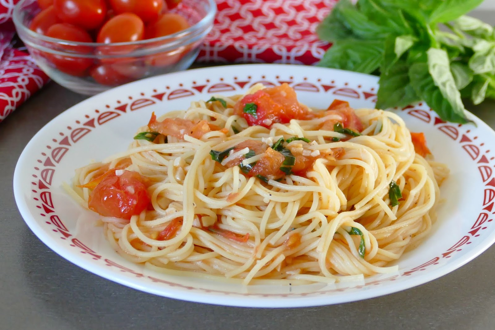 This easy, fresh and delicious copycat recipe from Ciatti's in Saint Cloud, Minnesota is a family favorite! The fresh tomatoes, basil and garlic give the pasta SO much amazing flavor and it's ready in less than 45 minutes, including prep time! Such a wonderful spring or summer lunch or dinner!