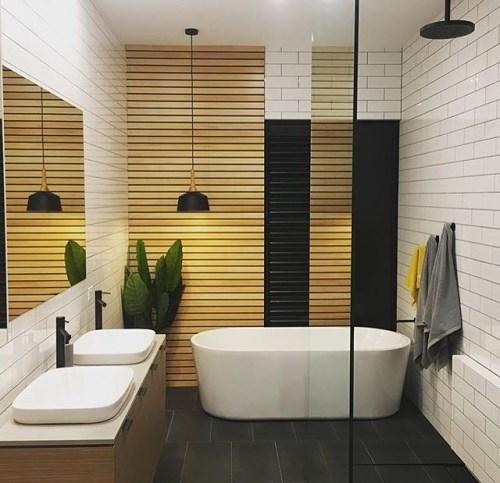 warna dan corak lantai kamar mandi kecil