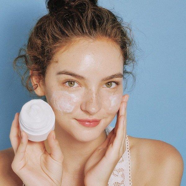 Sử dụng kem dưỡng ẩm để bổ sung độ ẩm cho da