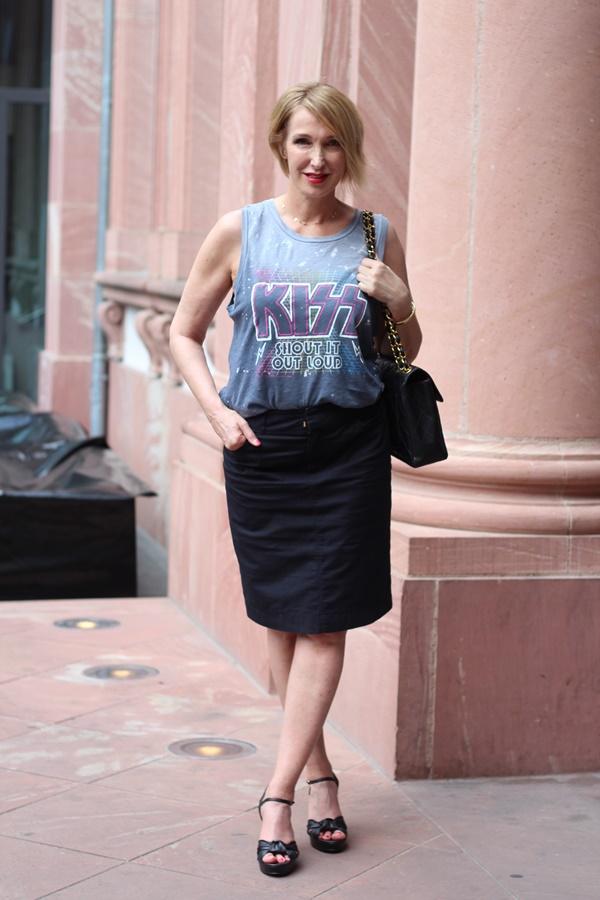 Band-Shirt trifft auf Chanel-Vintage Tasche
