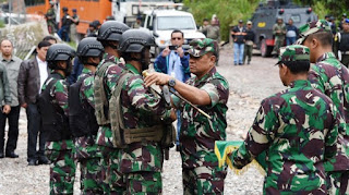 Mantap ! Panglima TNI Beri Penghargaan Prajurit yang Bebaskan Sandera di Papua