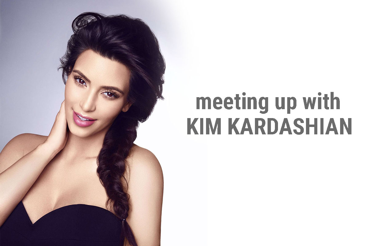 Kim Kardashian artis seksi dan manis bibir pink
