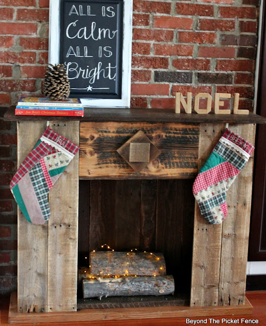 Christmas mantel, reclaimed wood, faux fireplace, Christmas decor, stockings, DIY, https://goo.gl/dPDK5r