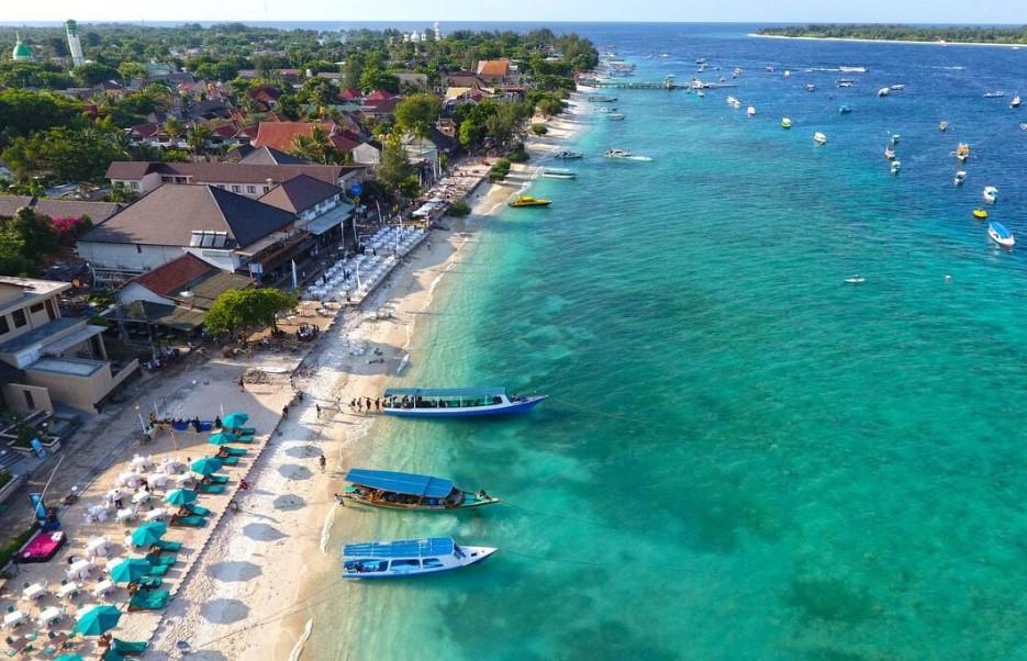 tempat wisata honeymoon terindah di lombok nurul sufitri social media mom blogger writer traveloka traveling