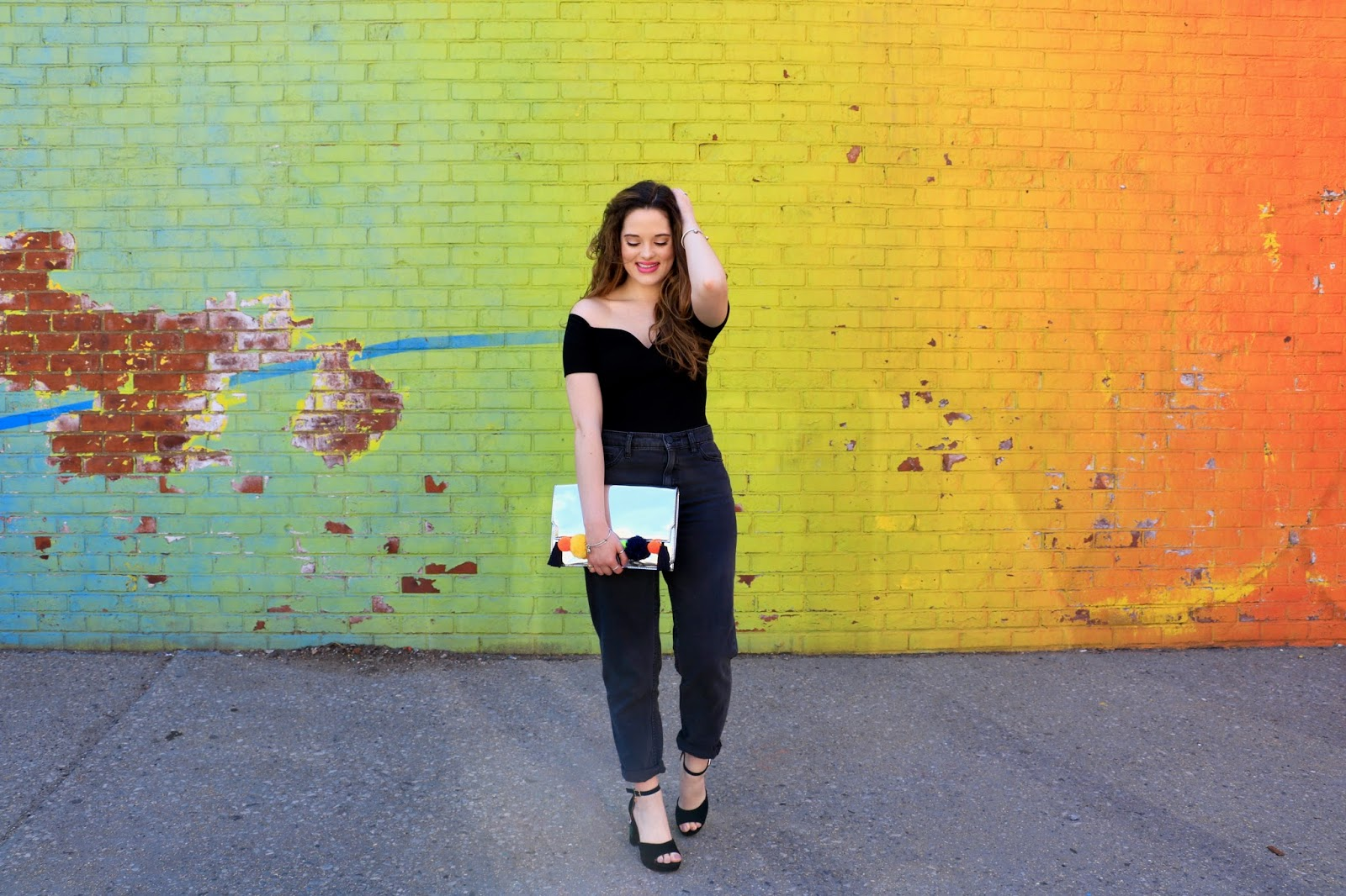 Fashion blogger Kathleen Harper wearing all black outfit in NYC