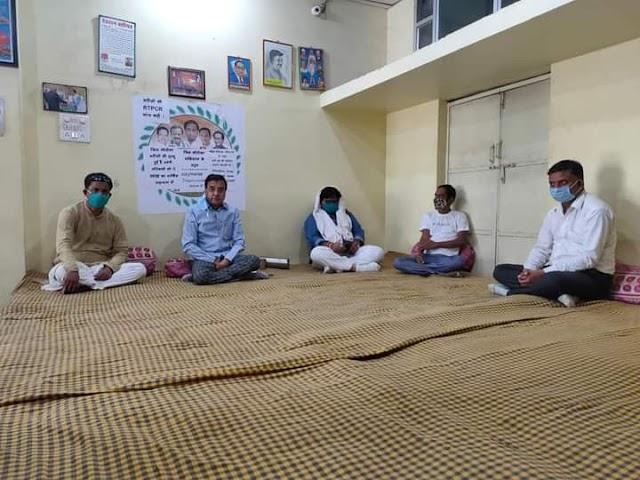 Ganj basoda ex mla nishank jain : पूर्व विधायक निशंक जैन ने पार्टी कार्यालय में 5 मांगो को लेकर किया धरना प्रदर्शन आरम्भ!!