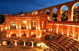 Quinta Real Zacatecas is one of the world's weirdest hotel, which encloses the San Pedro Bullring of the 17th century. This is an all-suite hotel mixed with the modern luxury and a magnificence of unique royal construction, facing the historic curved bridge. The beds are sunken under a wooden arch or a stone to keep up the grandeur royal structure of the hotel.