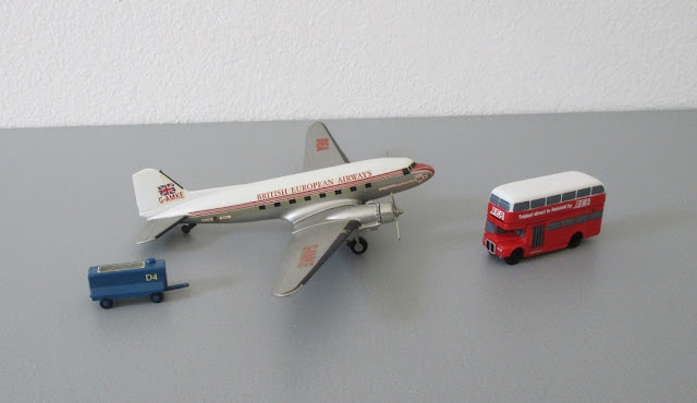 1/144 1/200 Douglas DC3 diecast metal aircraft miniature