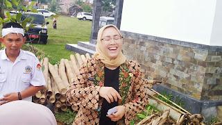 Bupati Anne betah di Urban Farming Purwakarta
