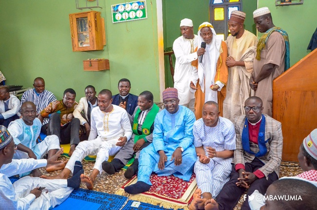 Pastors in Ahafo Join Vice President Bawumia To the Mosque in Kukuom