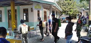 Anggota Zidam dan Satgas Covid banjiri Disinfektan di Kampung Pramuka Desa Anjongan Dalam
