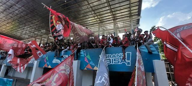Pertandingan Cabor Sepakbola PON XX di Lapangan Mahacanra Waena Terasa Seperti Liga 1.lelemuku.com.jpg