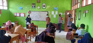 Polsek Baraka Polres Enrekang Monitoring Sekolah Tatap Muka Di Wilayahnya