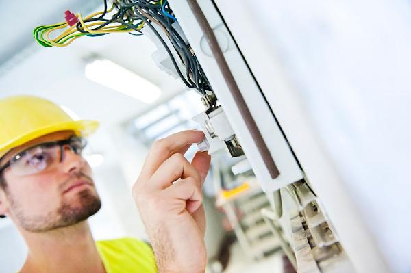 وظائف مميزة في مجال تجارة الأدوات الكهربائية بشركة الميلم وشعلان بالكويت