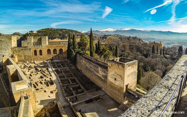 A Serra Nevada vista do Alto da Torre de la Vela, na Alhambra de Granada