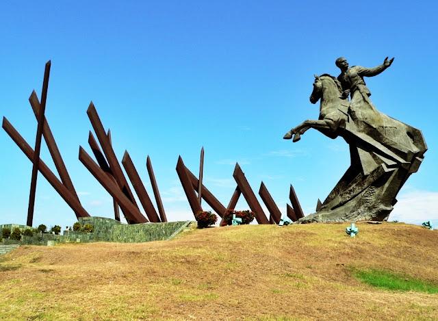 La plaza de la revolución es un lugar imperdible en Santiago de Cuba, al menos por respeto a la historia de la ciudad.