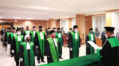 Ketua Pengadilan Tinggi Agama Palembang Melantik dan Mengambil Sumpah Jabatan 7 Orang Ketua Pengadilan Agama dan 1 Orang Wakil Ketua Pengadilan Agama