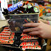 55 COUNTRIES NO LONGER SELL THEM: SNICKERS AND MARS CHOCOLATE BARS CONTAIN PLASTIC?!
