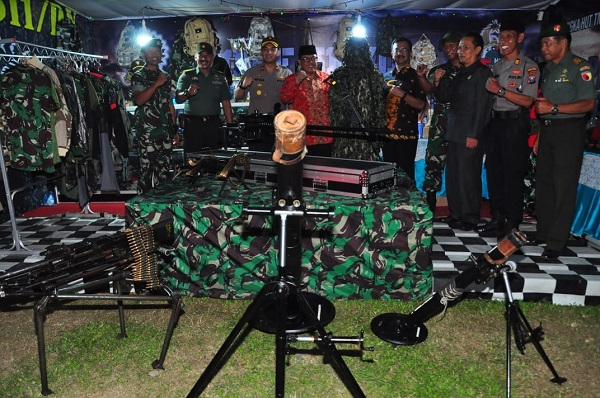 Peringati HUT TNI Ke 74 Dan Hari Pahlawan Kodim 0808/Blitar Gelar Pekan Raya Blitar Dan Pemeran Alusista