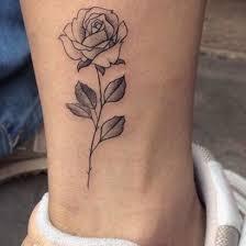 tetovejums-roze-uz-kajas.jpg