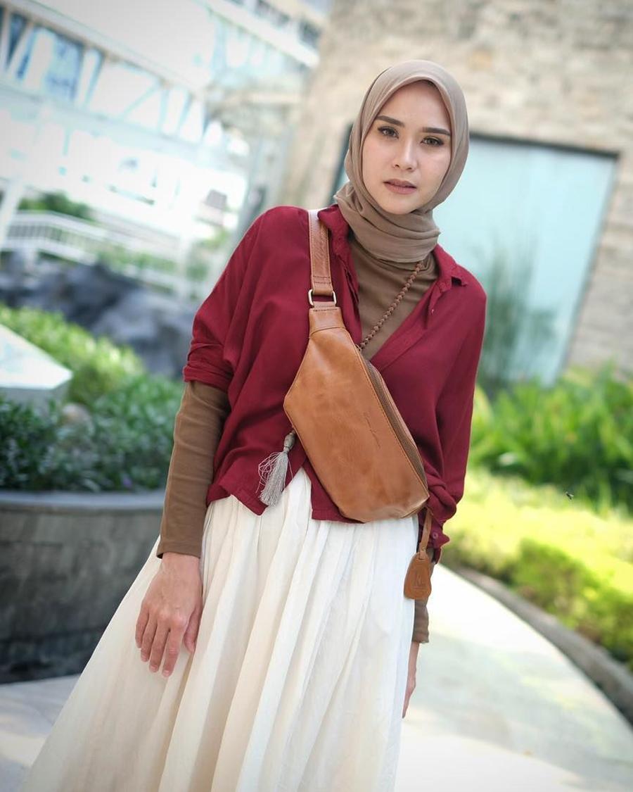 Zaskia Adya Mecca Red T Shirt manis hijab