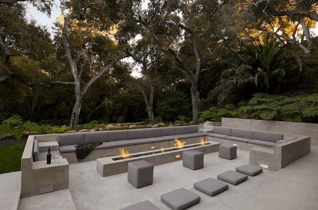 Modern backyard seating arrangement