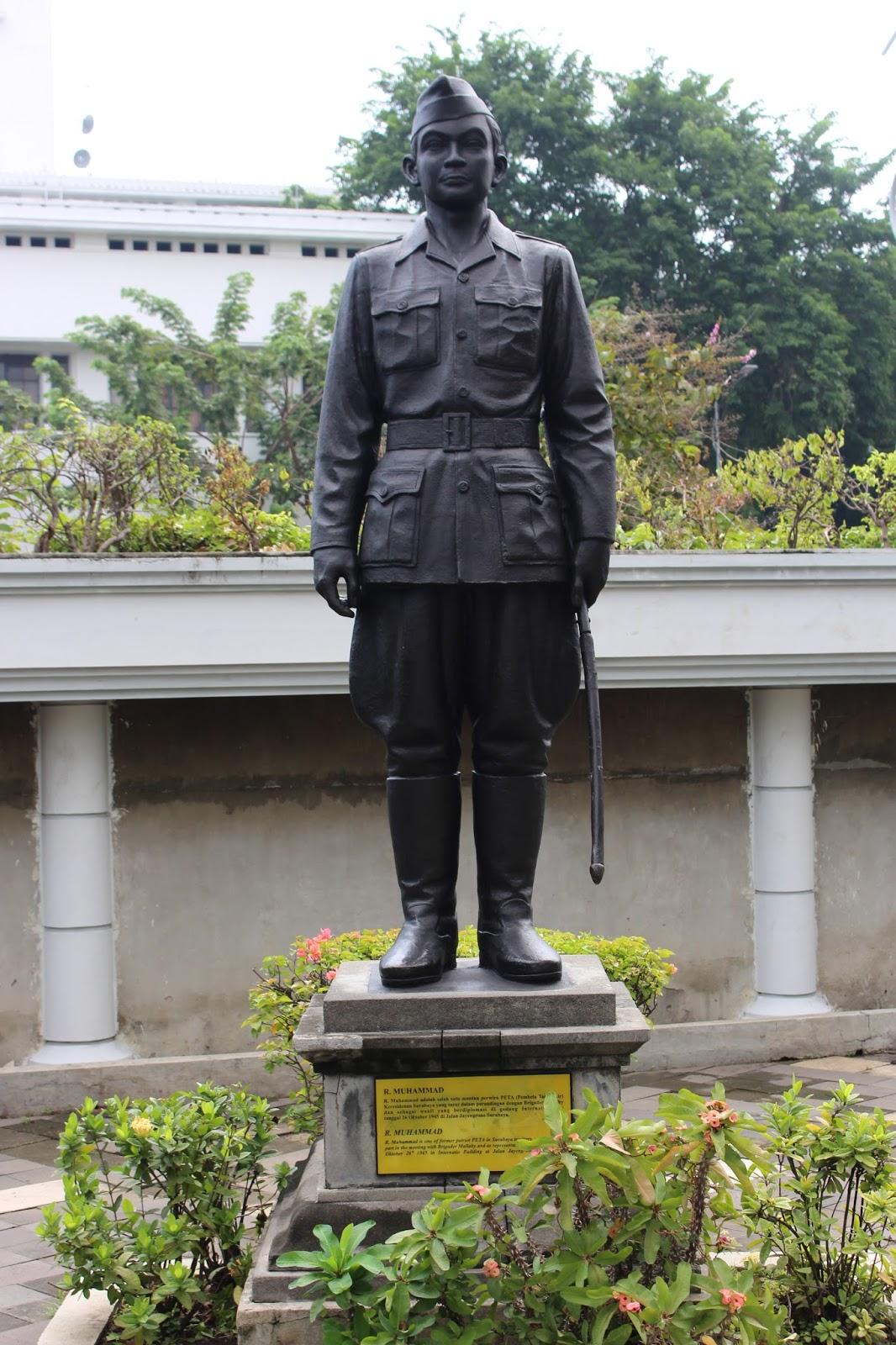 Patung pahlwan nasional, Muhammad Mangundiprojo di Museum Sepuluh Nopember, Surabaya