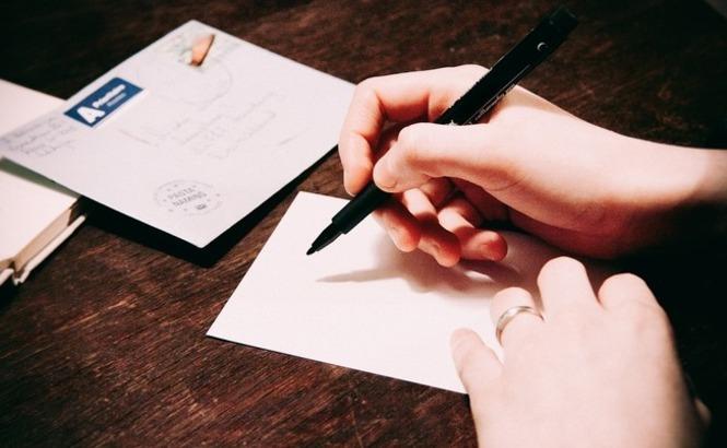 Escribiendo una carta para papá