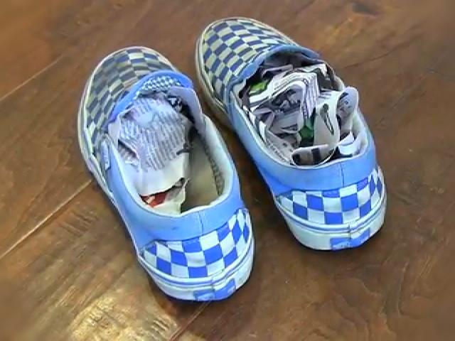 cara-menghilangkan-bau-sepatu.jpg