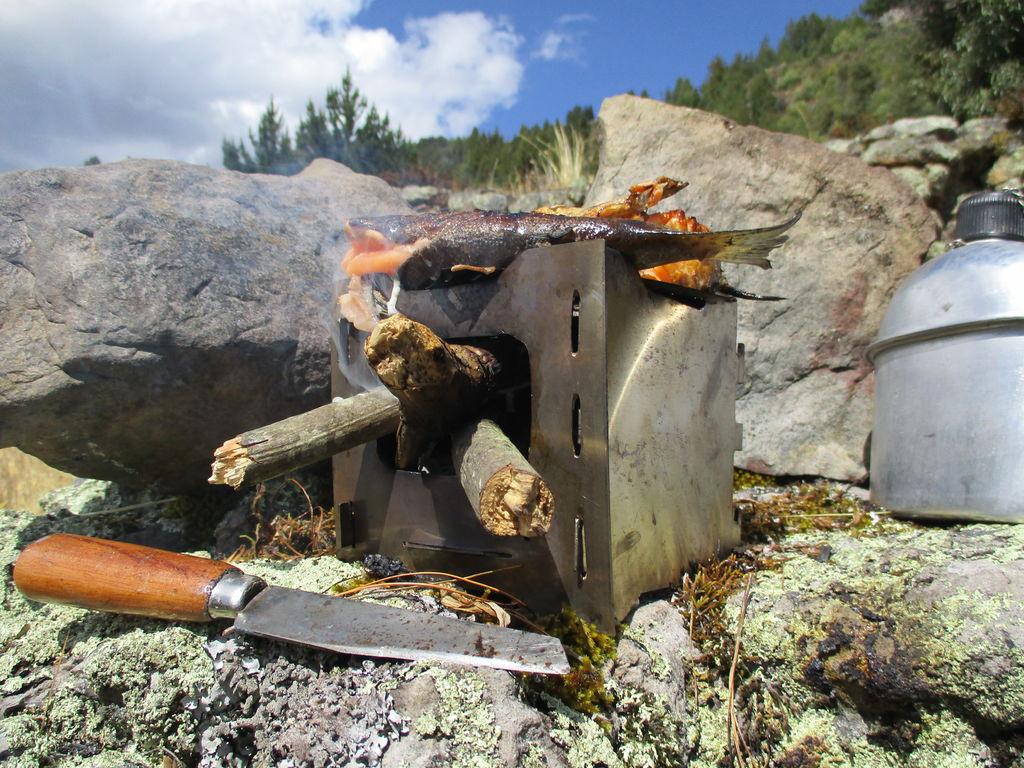 Cara Membuat Kompor Outdoor Bushcraft Jenis Fire Box