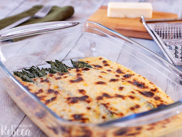 Espárragos trigueros gratinados con salsa de queso