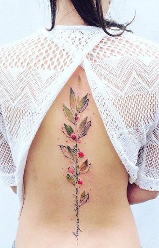 Esta suave aerógrafo tatuagem estilo mostra um orçamento como o tronco de uma pequena mas florescer da árvore. Ele pode relé para você crescente para palavras que você realmente acredita.