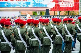 दुनिया के सभी सैनिक छोटे बाल क्यों रखते हैं ?