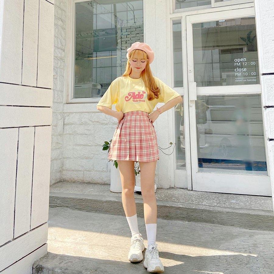 Estilo coreano feminino com saia xadrez