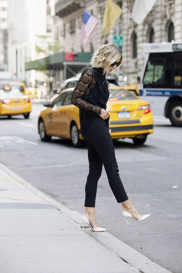 scarpin branco, look preto com scarpin branco, scarpin outfit, all black outfit, blog camila andrade, fashion blogger em ribeirão preto, blogueira de moda em ribeirão preto, blog de dicas de moda, o melhor blog de dicas de moda, digital influencer, influencer no interior paulista