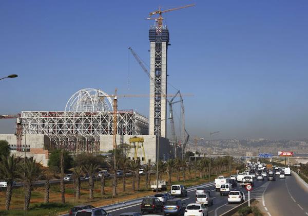 Algérie : un quotidien francophone sous le feu des critiques après la publication d'un cliché sans minaret