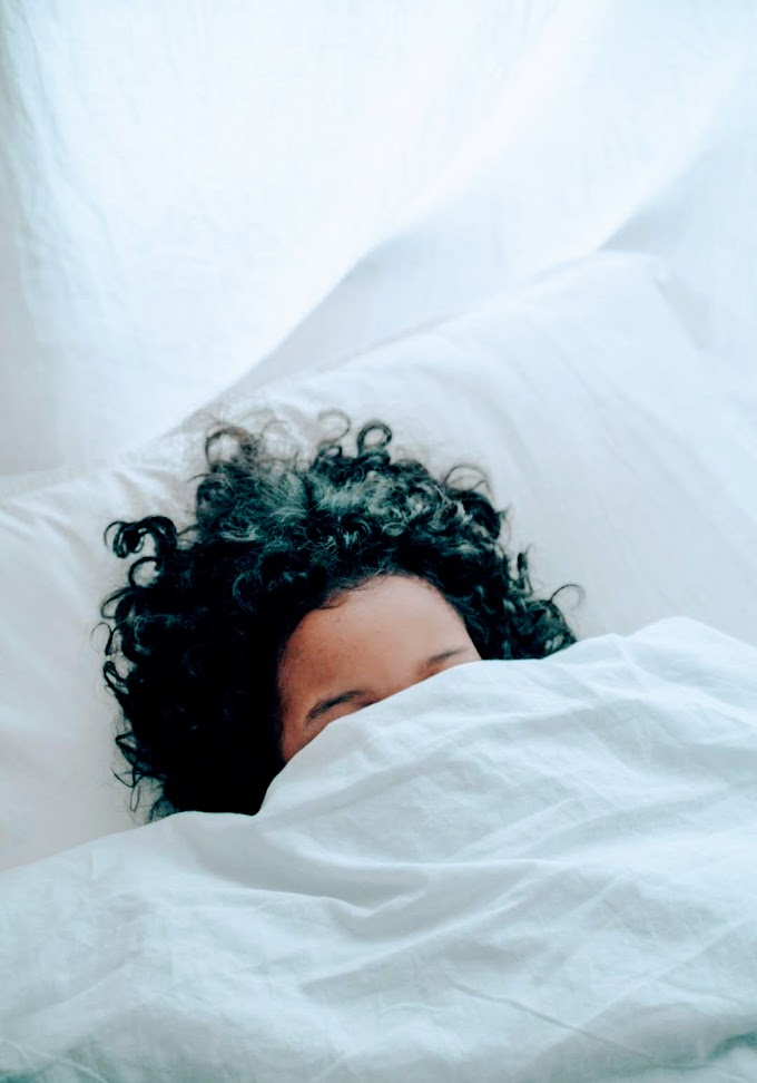 How to sleep with curly hairs